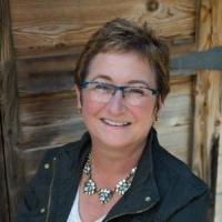 Photo of Dr. Teresa McCoy
